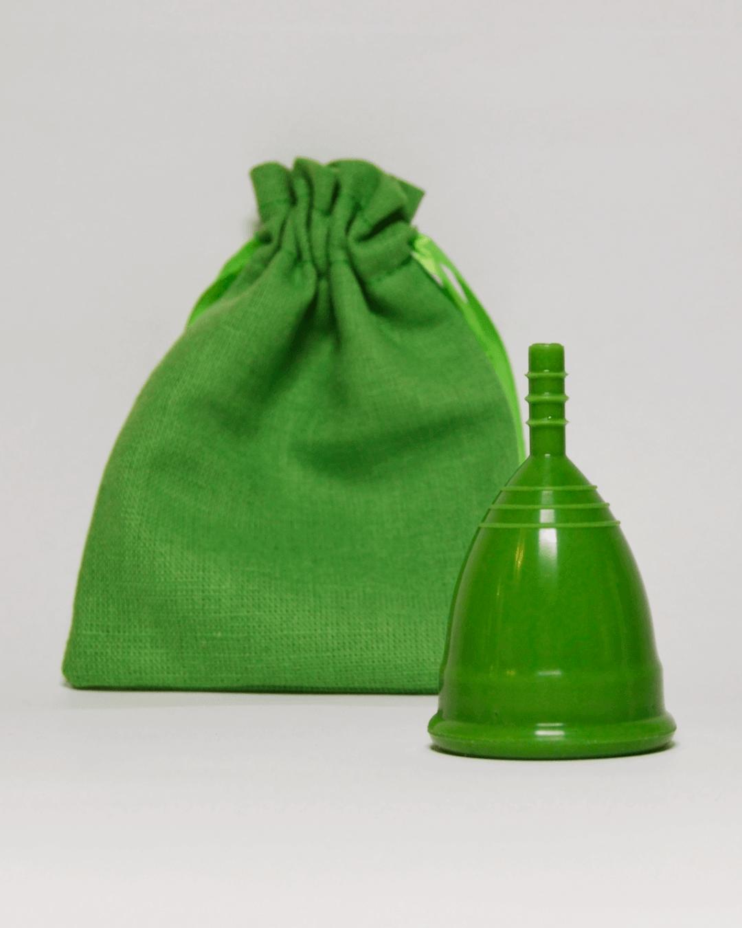 Зеленая менструальная чаша OnlyCup с льняным мешочком